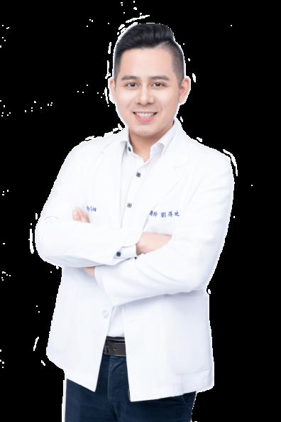 劉得廷醫師半身側面照-台中全瓷冠牙齒美白推薦專家2019